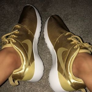 Rare Gold Nike Roshe Run Size 7 Women